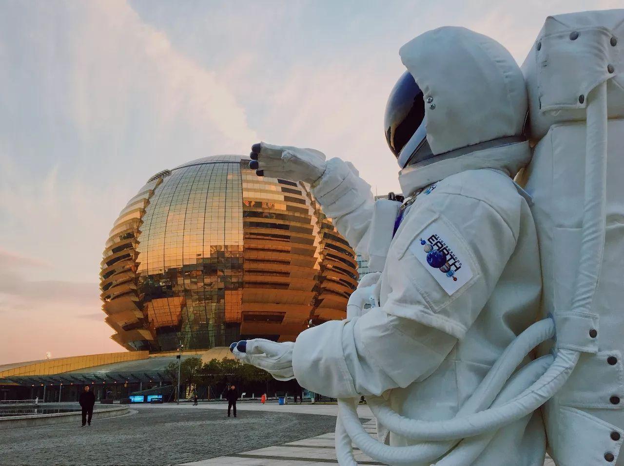 杭州街头惊现宇航员,NASA航天器穿越美帝来到杭州,整个太阳系都在你眼前!(图12)