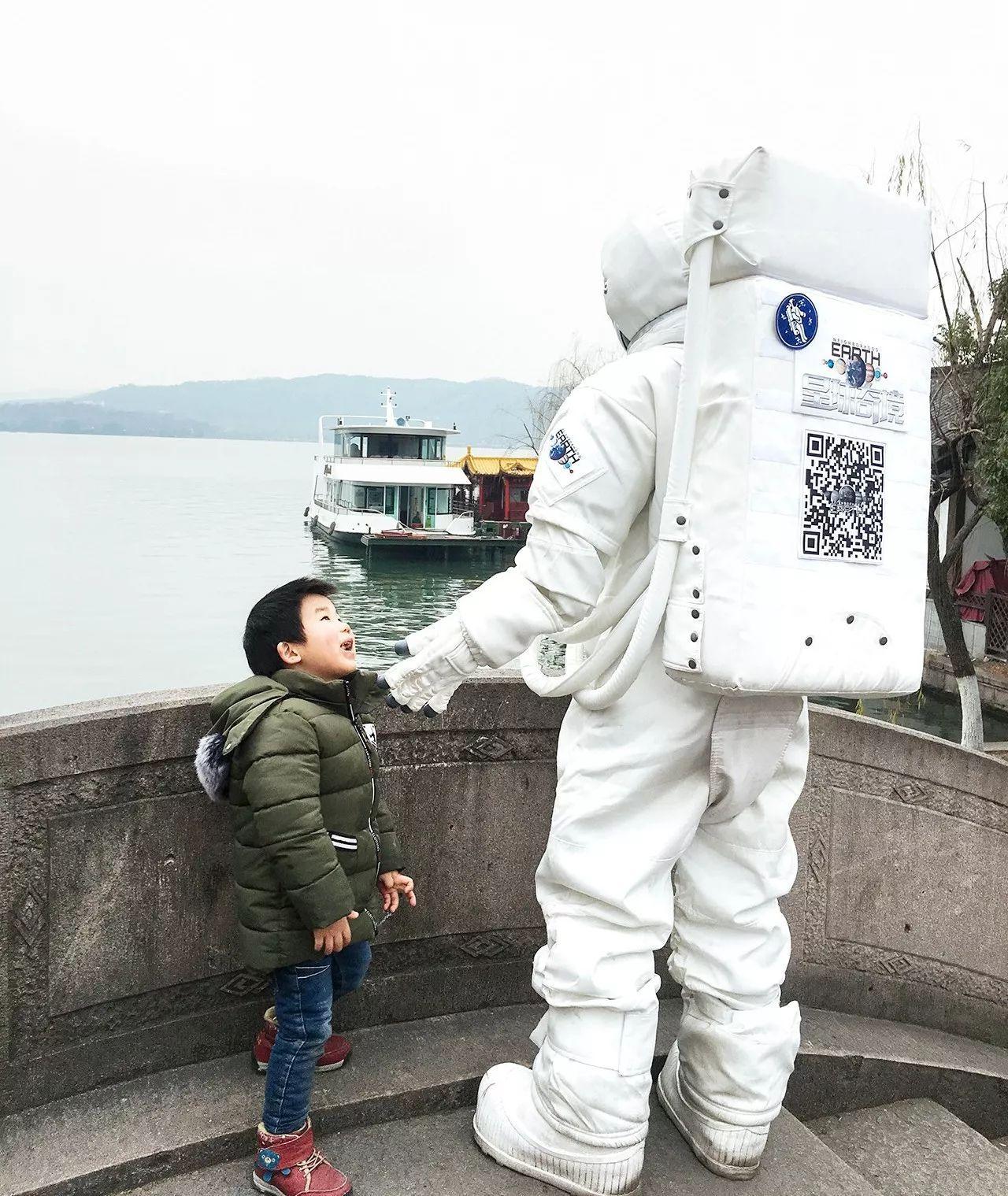 杭州街头惊现宇航员,NASA航天器穿越美帝来到杭州,整个太阳系都在你眼前!(图10)