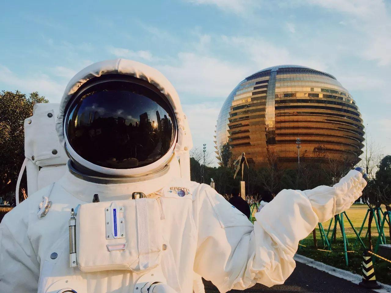 杭州街头惊现宇航员,NASA航天器穿越美帝来到杭州,整个太阳系都在你眼前!(图11)